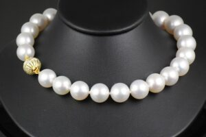 White South Sea Pearls-0